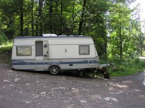 La caravane d'Ulrich dans une des dernières zones blanches.